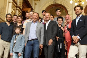 Nach dem Gespräch mit Abgeordneten der Hamburger Bürgerschaft im Rathaus (mit Philipp-Sebastian Kühn/SPD, Farid Müller/GRÜNE, Robert Bläsing/FDP)