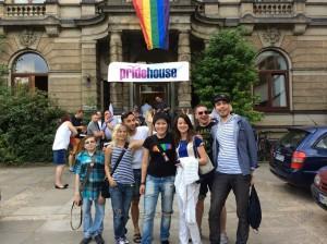 """Vor der Veranstaltung """"Gibt es noch Freiheit? LGBTI-Jugendliche in Sankt Petersburg"""""""