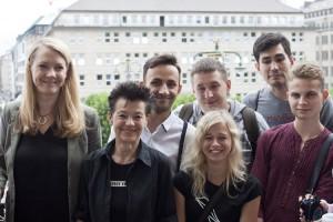 Nach dem Hissen der Regenbogenfahne auf dem Rathausbalkon mit Jana Schiedek, Senatorin für Justiz und Gleichstellung