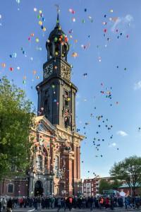 Foto: Christian Maluck - Zum Ballonstart kam auch die Sonne dazu